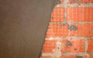 Как оштукатурить кирпичную стену на улице