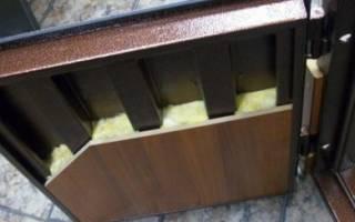 Как утеплить коробку металлической двери своими руками