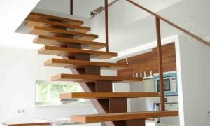 Подшивка лестницы снизу деревом