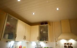 Секреты отделки потолка на кухне пластиком