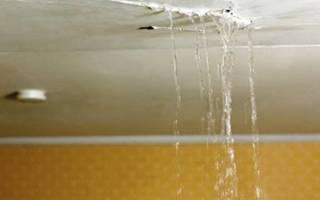 Как закрасить пятна на потолке после протечки