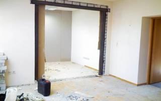 Расширить стену под дверь