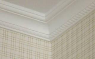 Надо ли красить потолочный плинтус из пенопласта