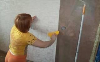 Обязательно ли штукатурить стены перед поклейкой обоев